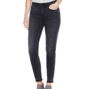 NWT Two by Vince Camuto Released Hem Skinny Jeans
